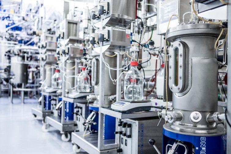 Biopharma-Versuchsanlage um die Herstellung zu optimieren. | © Eric Shambroom Photography