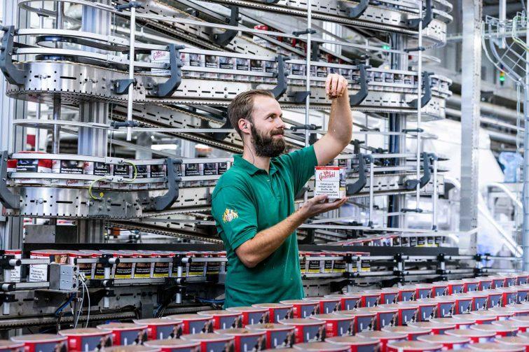 Die Fabrik ist hochmodern, die Mitarbeiter auch! | © Eric Shambroom Photography