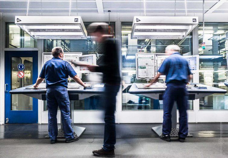 Der Leitstand der Großdruckerei ist hoch modern. | © Eric Shambroom Photography