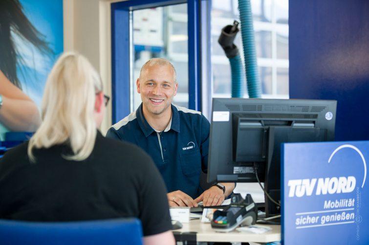 Corporate-Fotografie: Porträts für TÜV Nord | © Eric Shambroom Photography