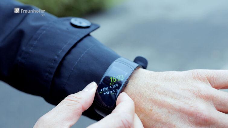 Microelektronik Smart watch | © Eric Shambroom Photography
