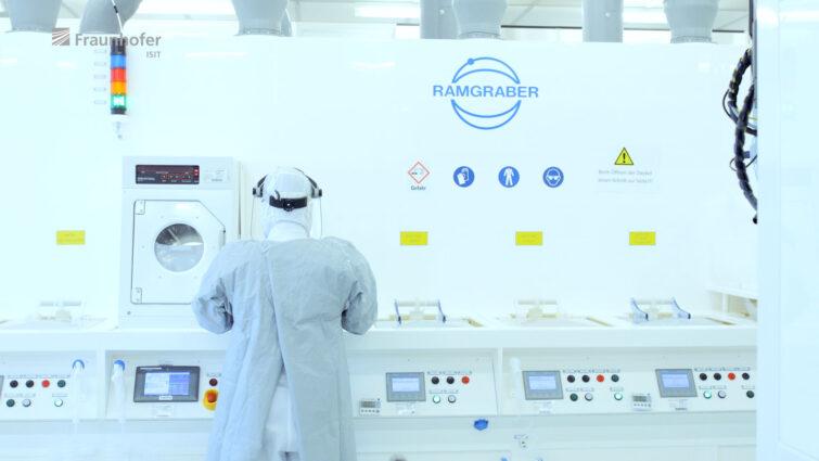 Waferherstellung Reinraum am Fraunhofer ISIT | © Eric Shambroom Photography